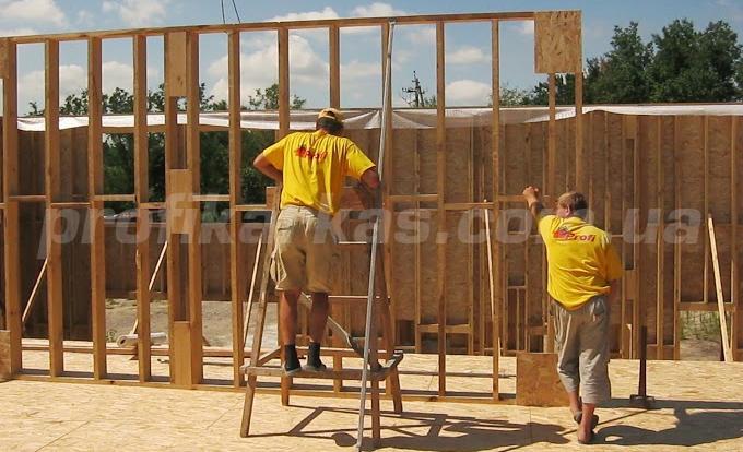 монтаж стеновых панелей каркасного дома